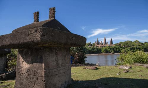 Sumba megalithic tours, Ratenggaro village
